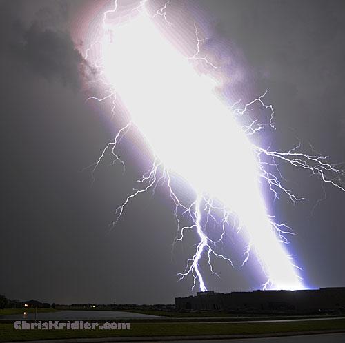 Close Lightning Bolt