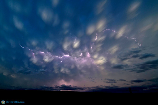 Mammatus with lightning